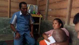 DPC PKB Jenguk dan Beri Bantuan ke Filda Balita Penderita Hydrocephalus