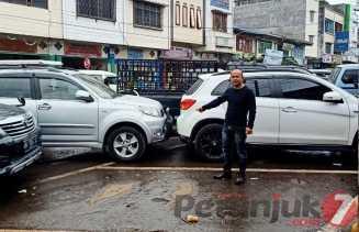 Parkir Berlapis dan Macet Ditengah Kota Kabanjahe, Ketua Pedagang: Perlu Dievaluasi