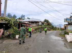 Babinsa Desa Tanjung Beringin Laksanakan Kegiatan Penyemprotan Disinfektan
