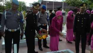 HUT Bhayangkara ke 71, Polres Rohil Ziarah dan  Tabur Bunga ke Makam Pahlawan