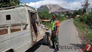 Meski Dilarang, Anggota Kodim 0205/TK: Masih Ada Masyarakat Nekat Masuk ke Zona Merah Sinabung