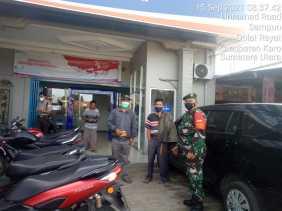 Babinsa Koramil 01/BJ Pantau Penegakan Prokes di Bank BRI Barusjahe