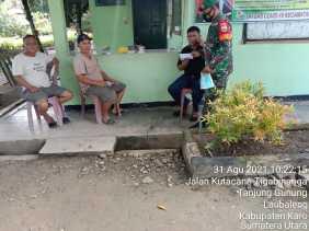 Babinsa Koramil 09/LB , Komsos Dengan Masyarakat Bangun Ke Kompakan Hadapi Covid-19