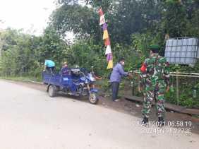 Komsos, Cara Babinsa Desa Juhar Ingatkan Warga Patuhi Prokes Covid 19