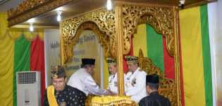 Ini Makna Tepuk Tepung Tawar Bagi Gubernur Riau Syamsuar