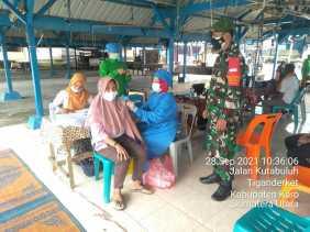 Monitoring Pelaksanaan Vaksinasi oleh Babinsa Desa Tiganderket