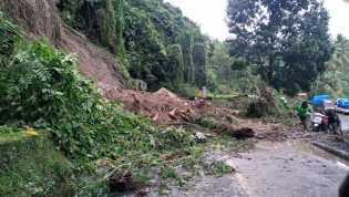 Ada Longsor:  Arus Lalin Macet Total di Jalan Jamin Ginting Tepatnya di Desa Rambung Baru