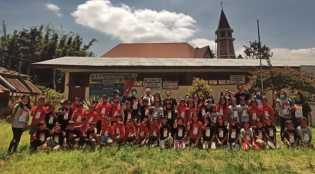 Lestarikan Budaya: OK  Indonesia Bagikan 1300 Kaos Aksara Karo ke Siswa dan Guru