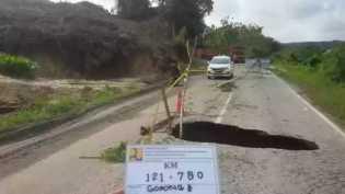 Jalan Nasional Amblas di Desa Kebun Lado Kuansing, PUPR: Sudah Ditangani Kontraktor