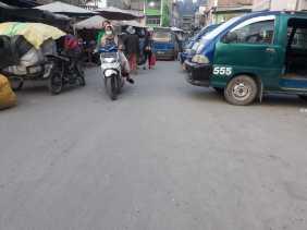 Warga Sebut Debu Vulkanik di Jalan  Pusat Pasar Berastagi Belum Pernah Disiram, Camat: Kita Usulkan