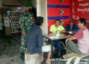 Serda Junaidi Babinsa 05/PY , Ingatkan Warga Tetap Gunakan Masker