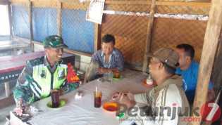 Komsos di Desa Juhar Perangin -angin: Informasi Sekecil Apapun Ditampung Babinsa
