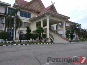 Tiga Hari Rian ke Kantor DPRD Pelalawan, Wakil Rakyatnya 'Kosong'