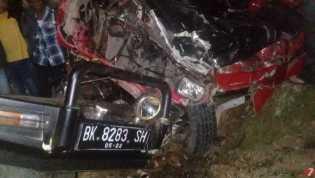 Lakalantas, Mobil Pick Up L-300 VS Pick Up Daihatsu Taft di Jalan Situnggaling - Desa Tongging