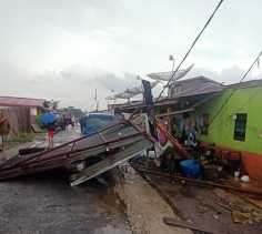 Angin Puting Beliung Serang Desa Kubucolia Dan Menerpa 6 Rumah Warga