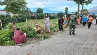 Camat Namanteran Ikut Serta Kegiatan Gotong-royong bersama Warga Desa Gung Pinto Dan Sampaikan 5 M