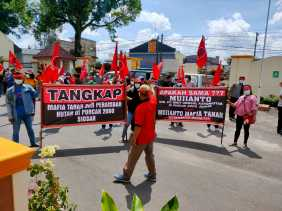 Unjuk Rasa Damai Massa Projo Karo Tuntut PT. Bibit Unggul Karobiotek