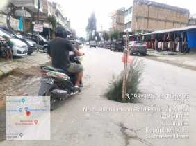 Penyebab Jalan Rusak, Warga: Truk Bermuatan Berat Melintas Bebas di Jalan Inti Kota Kabanjahe