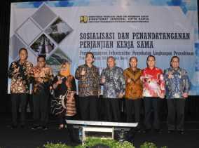 Bupati Kampar Teken Kerjasama Penyehatan Lingkungan Pemukiman 2018 dengan PUPR