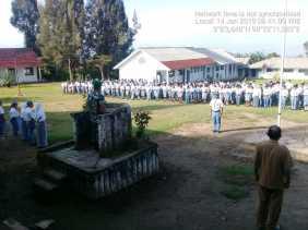 Ini Pesan Danramil/05 Payung Saat  Pimpin Upacara Bendera di SMAN 1 Tiganderket kepada Para Pelajar