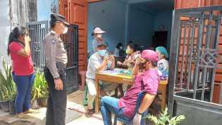 Bhabinkamtibmas Kawal Pelaksanaan Vaksinasi Covid-19 Di Kelurahan TL Mulgap II Berastagi