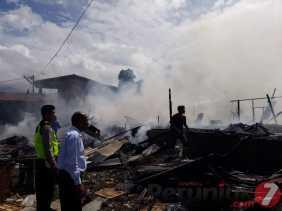 7 Unit Rumah Kontrakan Milik Monica Br Tarigan Dilalap Sijago Merah di Simpang Ujung Aji