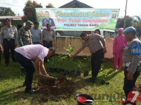 Program Penghijauan: Pohon Berbuah Ditanam di Mako Polsek Barusjahe, Ini Harapan Kapolsek