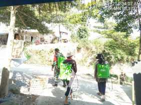 Cegah Covid-19, Babinsa Desa Tanjung Beringin Lakukan Penyemprotan Disinfektan