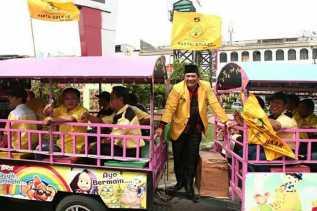 Antar Berkas Pemilu 2019, Golkar Tiba di KPU Padangsidimpuan dengan Odong-odong
