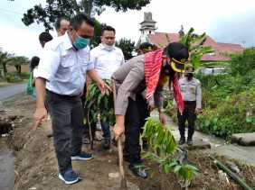 SMSI Bersama Polres Karo Tanam Pohon di Desa Batukarang