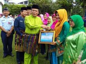 SMAN 7 Terima Penghargaan Sekolah Adiwiyata Pekanbaru