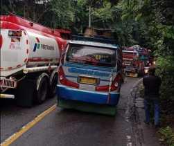 Jalur Medan - Tanah Karo di Sembahe Macet Total, Lantaran Satu Mobil Truk Rusak di Jalan