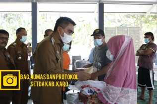 Wakil Bupati Karo Serahkan Bantuan Sembako Kepada Korban Kebakaran Ke Ujung Deleng
