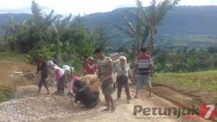 Tiga Tahun Jabat Kades Rente Besi (Dairi), Martina Br Sembiring: Berupaya Memajukan Desa