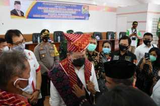 Usai Ditabalkan Jadi Marga Sitepu, Ketua DPD RI Berikan Bantuan Ribuan Paket APD