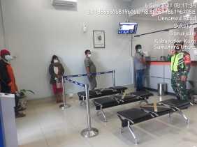 Babinsa Koramil 01/BJ Lakukan Pemantuan Penerapan Prokes di Kantor Bank BRI