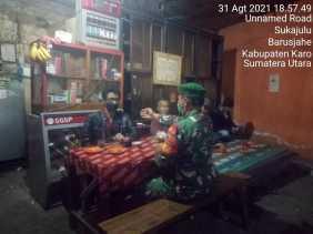 Babinsa Koramil 01/BJ Terus Ingatkan Warga Tetap Gunakan Masker