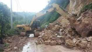 Longsor, Polres Kampar Berlakukan Buka - Tutup di Jalan Lintas Riau - Sumbar