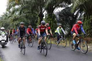 Kapolda Sumut Naik Sepeda dari Langkat Menuju Karo