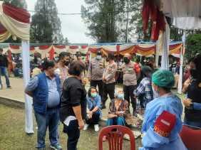Ribuan Warga Berastagi Ikuti Serbuan Vaksinasi Nasional TNI-Polri
