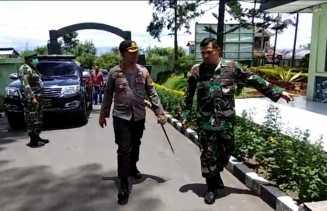 Sinergitas TNI - Polri, Kapolres Karo Berkunjung ke Makodim 0205/TK Untuk Bahas Covid 19