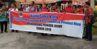 Paslon Andi - Suyatno Daftar ke KPU, Ada Spanduk  Suku Karo Tulis Mendukung Pilkada Jujur