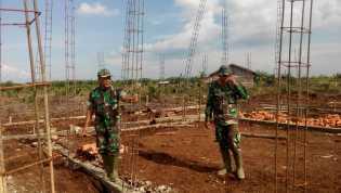 TNI-MMD bersama Masyarakat, Kasdim 0321/Rohil Tinjau  Pembangunan Gedung Mushollah di Kampung Medan