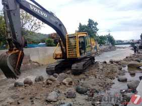 Sore Ini: Berisi Bebatuan Besar dan Kecil, Pengerukan Aliran Sungai Tongging Gunakan Alat Berat