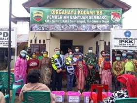 HUT Kodam I/BB ke 70, Dandim 0205/TK Bagikan Ratusan Paket Sembako Kepada Masyarakat Desa Salit