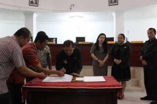 Bupati Bersama DPRD Karo Setujui Rancangan Perda Tentang P APBD TA 2018