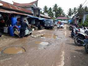 Jalan Pasar Inpres Sadabuan Rusak Parah, Ini Komentar Pejalan Kaki dan Pedagang