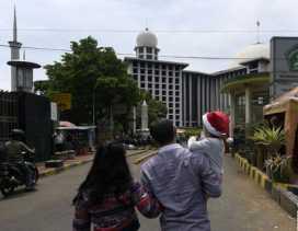 Masjid Istiqlal Sediakan Lahan Parkir Bagi Jemaat Katedral
