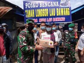 Dandim 0205/TK Bagikan Bantuan Kepada Keluarga Korban Longsor Lau Bawang Kabanjahe