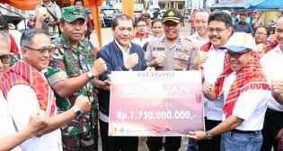 Bupati Terima  Bantuan BUMN Untuk Korban Erupsi Gunung Sinabung